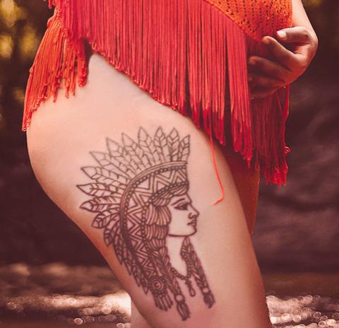 tatto de indio en la pierna