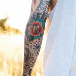 tatuaje neotradicional en el btrazo