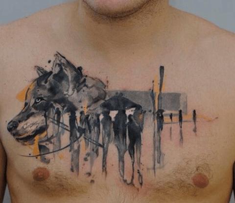 tattoo de lobo en el pecho
