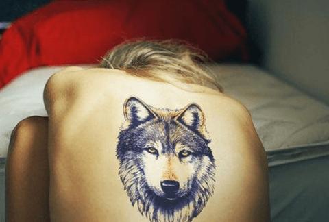 tattoo de lobo en la espalda tattoo grande
