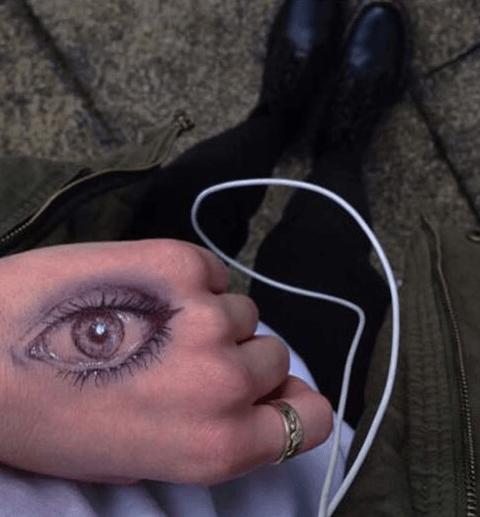 tatto de ojo en la mano