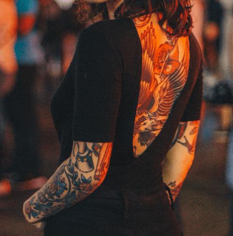 tattoo neotradicional a color en la espalda