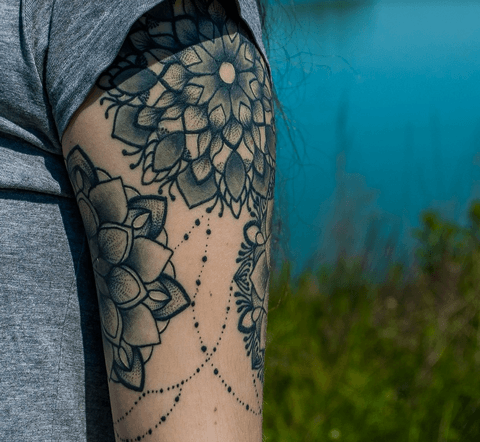 tattoo maori en el brazo